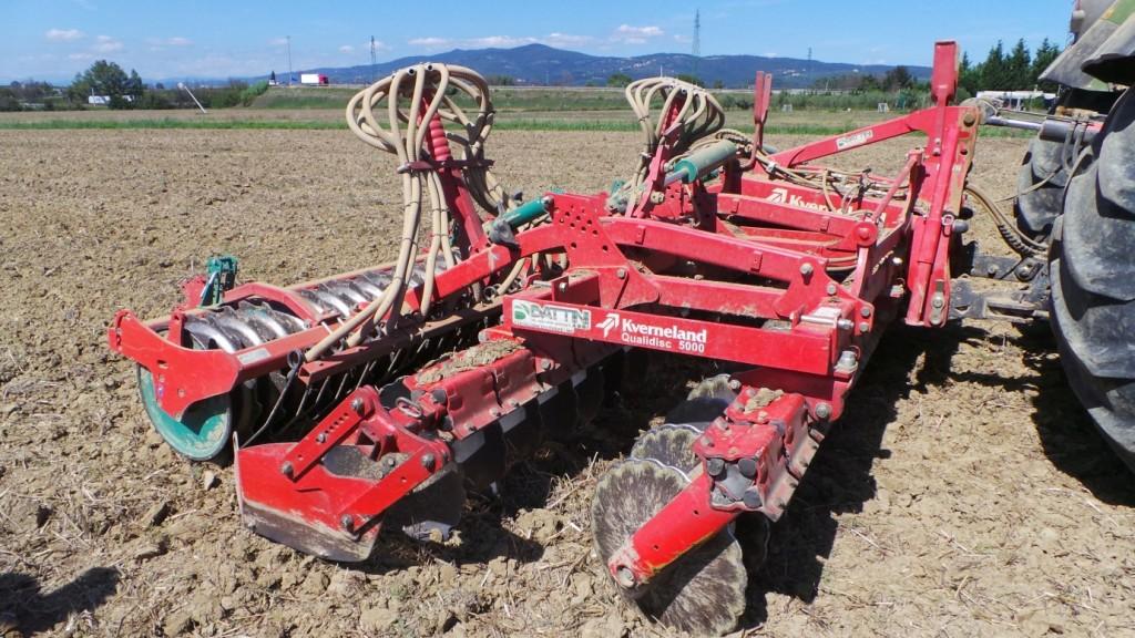 Kverneland Qualidisc è predisposto anche per effettuare in un unico passaggio la preparazione del letto di semina e la semina.