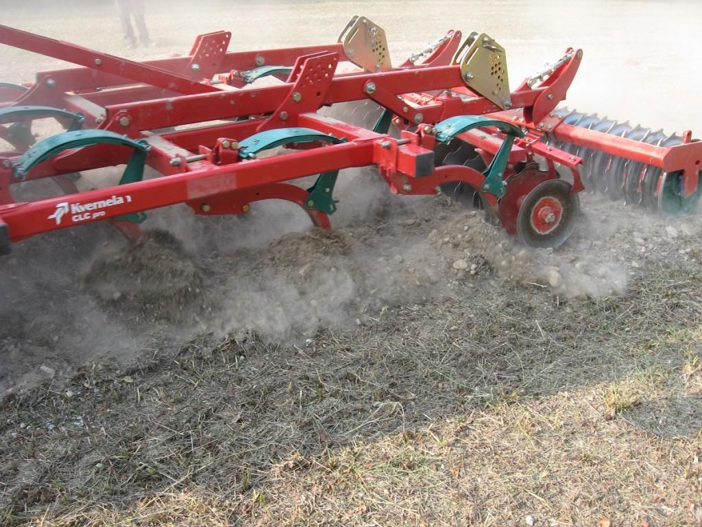 Il terreno dove ha operato la S-Drill era stato lavorato con il coltivatore Kverneland CLC direttamente su stoppie della coltura precedente.