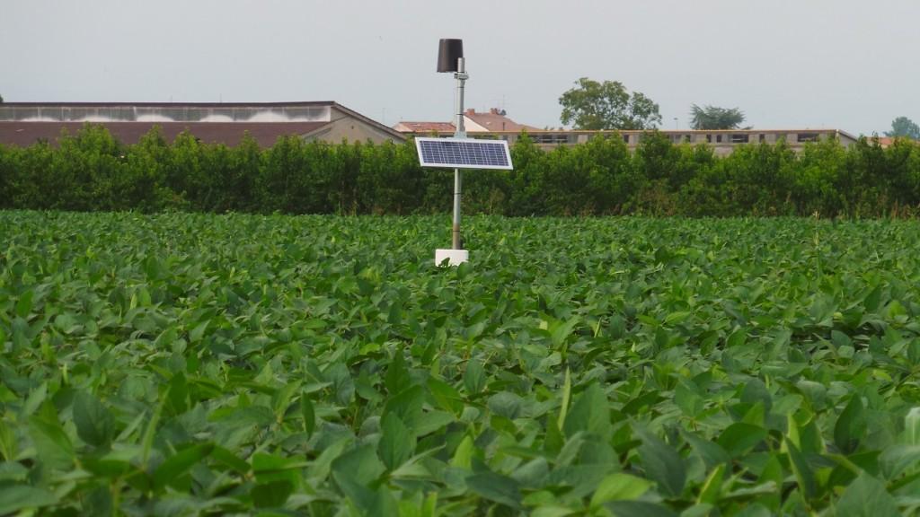 Nell'ambito dell'attività agronomica dell'associazione Soia Italia un posto di primo piano spetta all'uso delle centraline per monitorare la disponibilità di acqua nel suolo al fine di determinare il momento ideale di irrigazione.